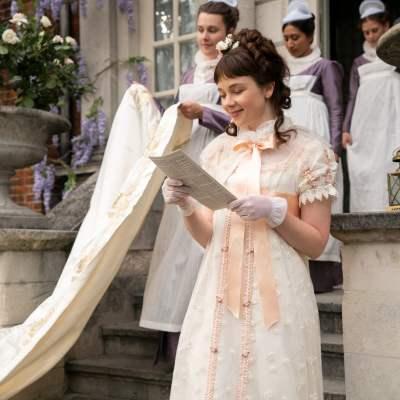 Eloise Reads Lady Whistledown on Netflix's Bridgerton