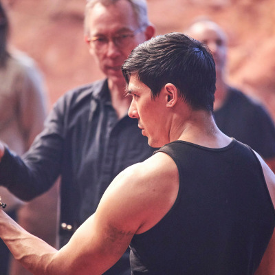 Lewis Tan and director Simon McQuoid on the set of the Mortal Kombat movie