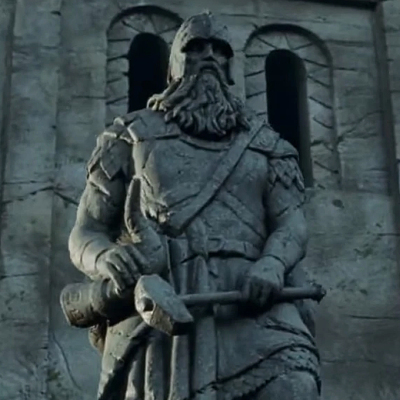 Helm Hammerhand statue in The Lord of the Rings: The Two Towers.